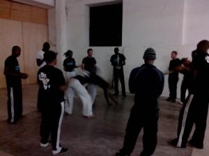 (Le groupe de Capoeira qui s'entraine à côté de la Start Up Week-end. Crédit photo: Serge Katembera)