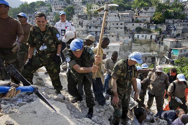 Le général Santos Cruz a commandé les forces onusiennes en Haïti. http://www.flickr.com/photos/un_photo/3332077564/