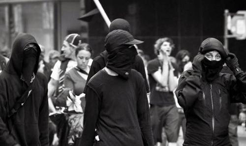 http://www.pragmatismopolitico.com.br/2013/08/pstu-critica-black-blocs.html