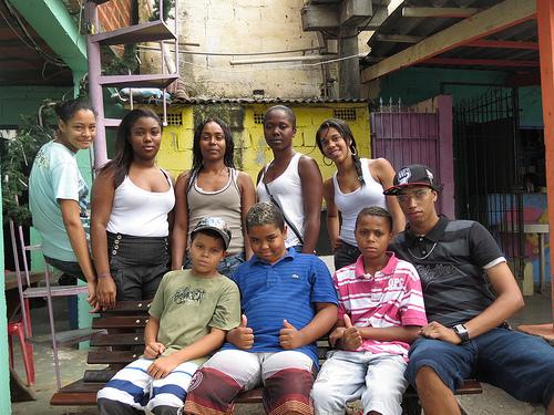 Des habitants d'une favela à Rio de Janeiro (crédit photo: brasildefato1/Flickr)