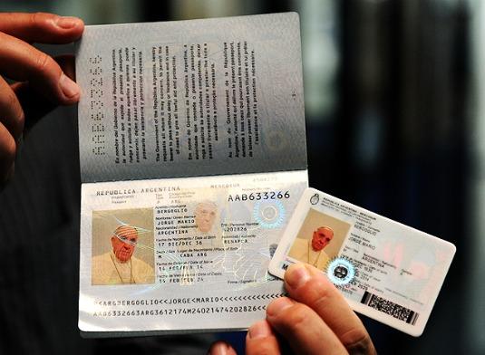 Le nouveau passeport du Pape François