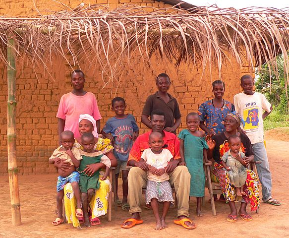 https://commons.wikimedia.org/wiki/File:Mongo_family_in_Equateur_Province.jpg