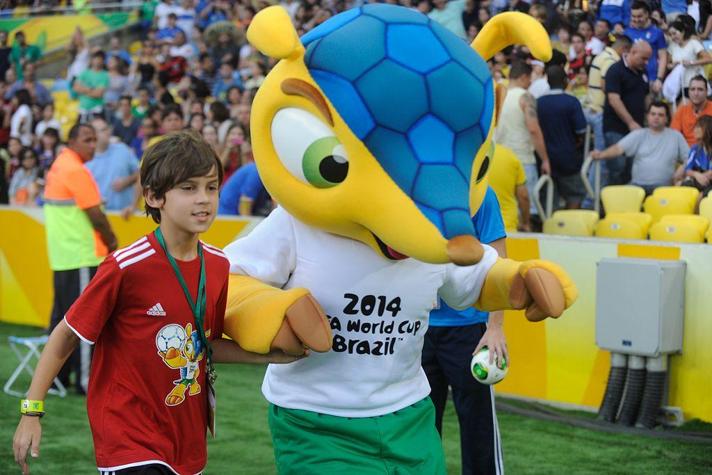http://fr.wikipedia.org/wiki/Coupe_du_monde_de_football_de_2014#mediaviewer/Fichier:Fuleco.2013.jpg