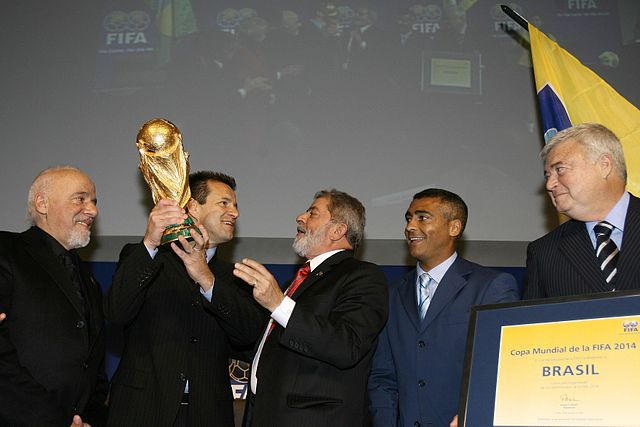 http://commons.wikimedia.org/wiki/File:Coelho,_Dunga,_Lula,_Rom%C3%A1rio_%26_Blatter_at_announcement_of_Brazil_as_2014_FIFA_World_Cup_host_2007-10-30.jpg