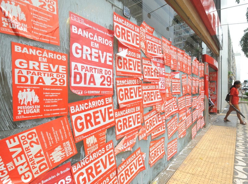 https://pt.wikipedia.org/wiki/Greve#mediaviewer/Ficheiro:Greve_dos_bancarios_do_Brasil_de_2010.jpg