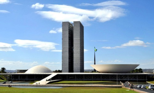 https://en.wikipedia.org/wiki/Politics_of_Brazil#mediaviewer/File:Congresso_brasileiro.jpg
