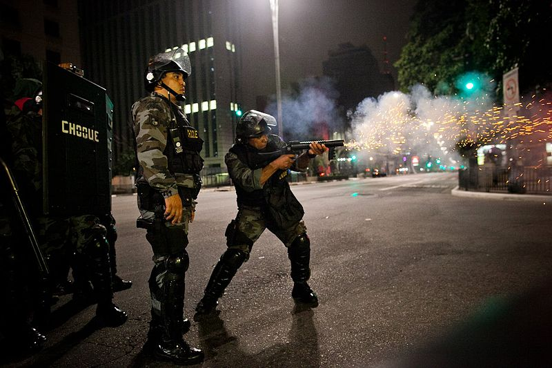 http://pt.wikipedia.org/wiki/Ficheiro:Tropa_de_choque_em_S%C3%A3o_Paulo_1.jpg
