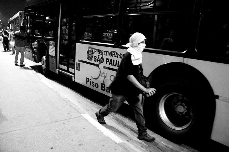 http://commons.wikimedia.org/wiki/File:Protesto_em_%C3%B4nibus_de_S%C3%A3o_Paulo_2013.jpg