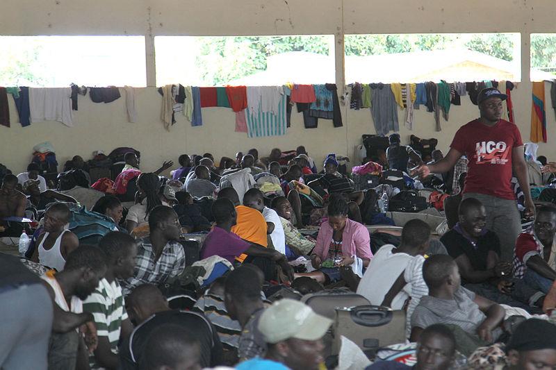 Ici, des Haïtiens au Acre avant d'être transférés à São Paulo - crédit photo: Luciano Pontes / Secom | wikimedia commons