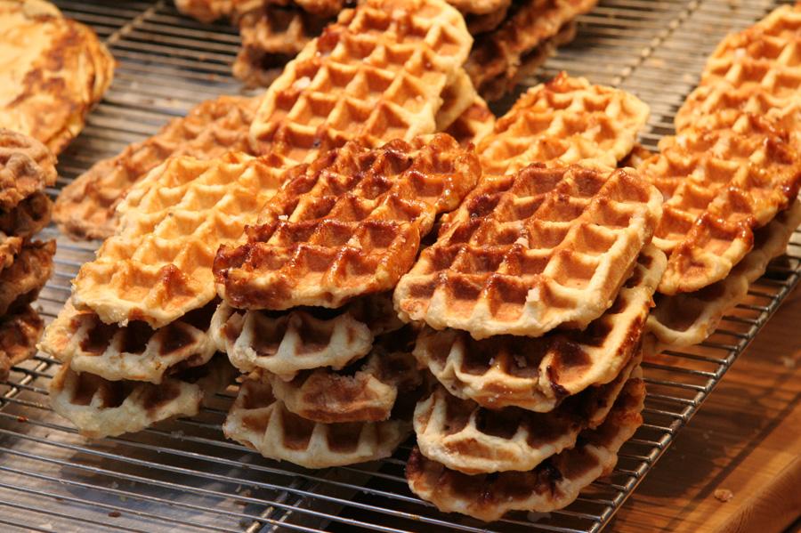 https://en.wikipedia.org/wiki/Waffle#/media/File:Gaufre_liege.jpg
