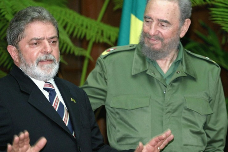 https://en.wikipedia.org/wiki/Fidel_Castro#/media/File:Lula_anda_Castro9822.jpeg