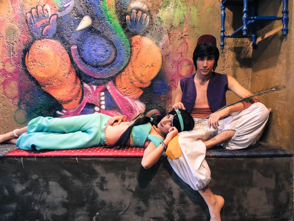 http://bahamut-eternal.deviantart.com/art/Aladdin-x-Jasmine-Cosplay-Session-15-386260765